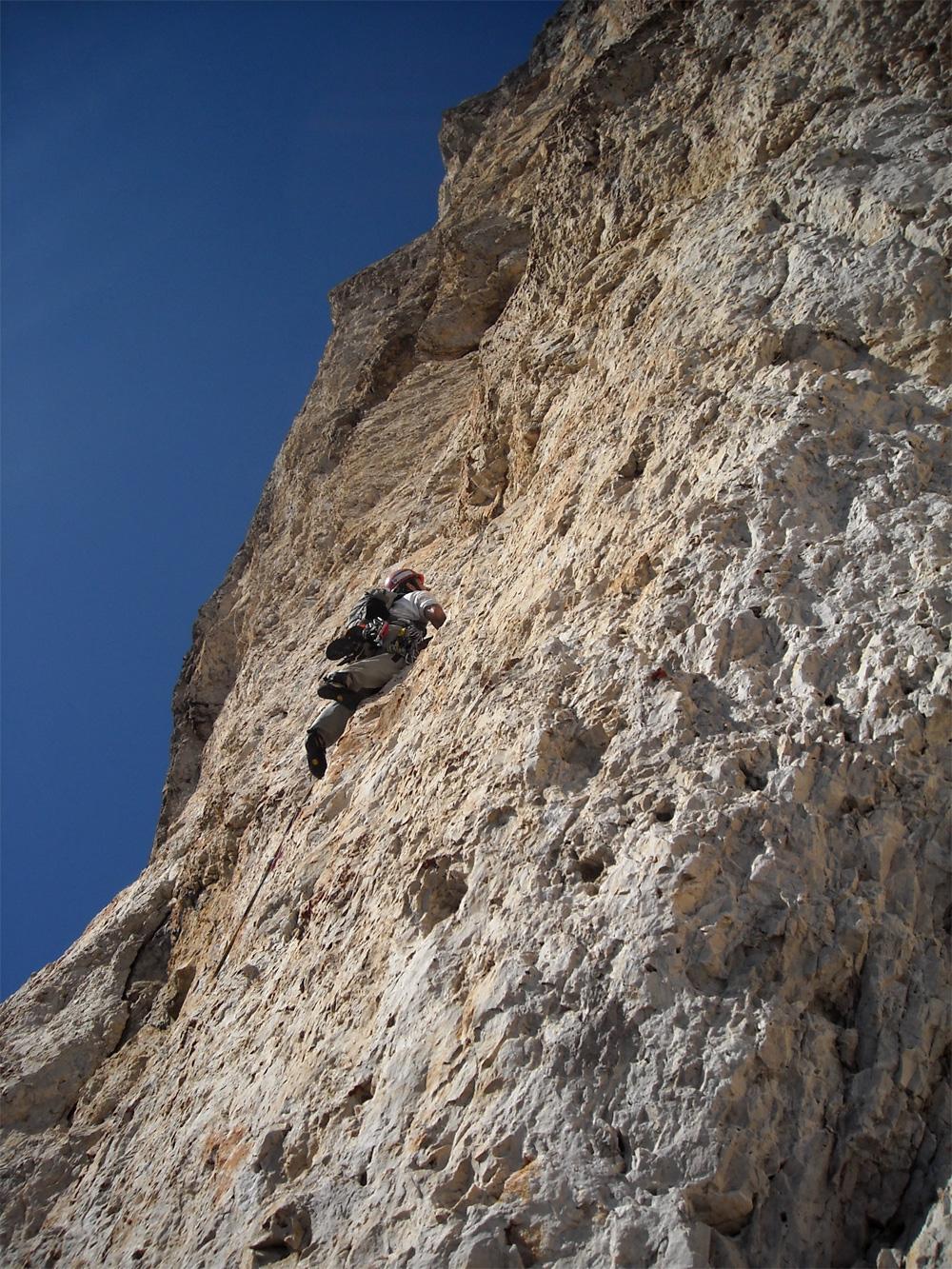 Sass Maòr, la supermatita delle Dolomiti 4alla-ricerca-del-facile-nel-difficile-nella-parte-alta-di-supermatita-foto-gabriele-canu