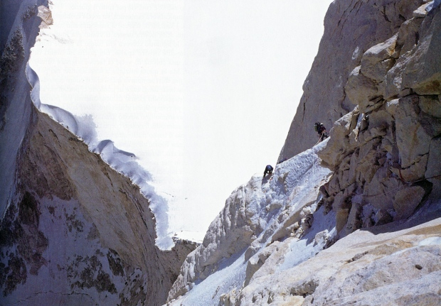 Thalay Sagar Alp-rosso-attraverso-lo-specchio003