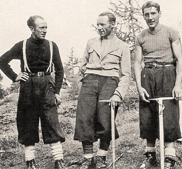 Ugo-Tizzoni-(a-destra),-Riccardo-Cassin-e-Gino-Esposito-al-ritorno-dalla-parete-nord-della-Walker,-Grandes-Jorasses