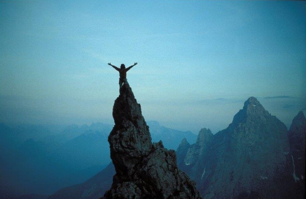 Lorenzo in cima al Campanile dei Camosci dopo la via degli Antichi alla Seconda Pala di San Lucano (foto Ettore De Biasio)