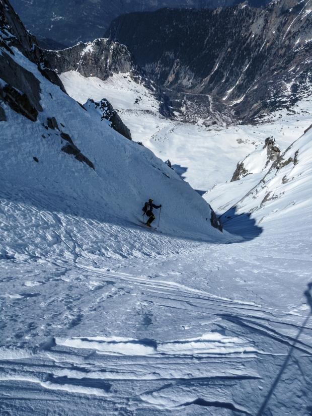 16 aprile 2011 Claudio Pozzi durante la prima discesa in sci del canale nord del Colle dei Gemelli. CREDIT Alberto De Bernardi
