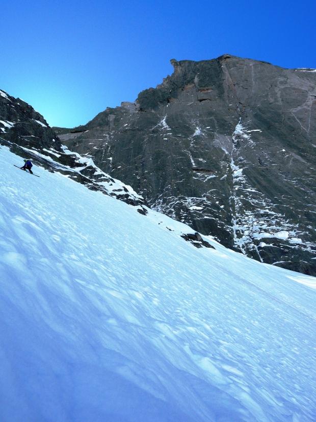 17 aprile 2014 Davide Terraneo in discesa sulla parete Nord-ovest del Cengalo con la Est Nors Est del Badile sullo sfondo. Photo Alberto de Bernardi